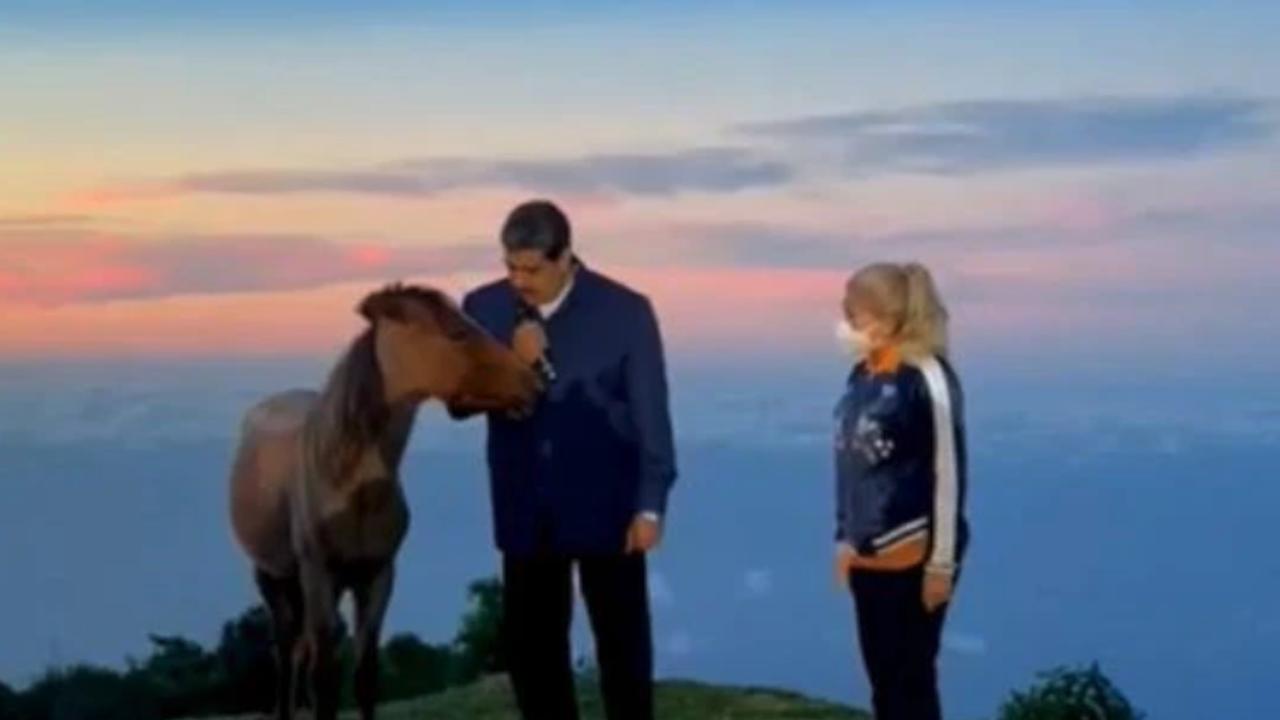 Мадуро разговаря с кон