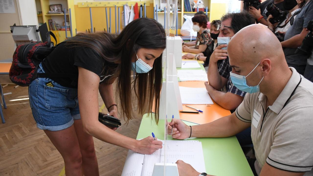 Търсят доброволци за подвижните секции за вота 2 в 1