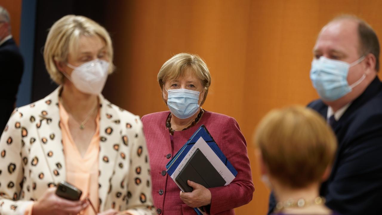 Меркел: Германската политика се нуждае от повече жени, а дрехите на бившия канцлер не са за музей
