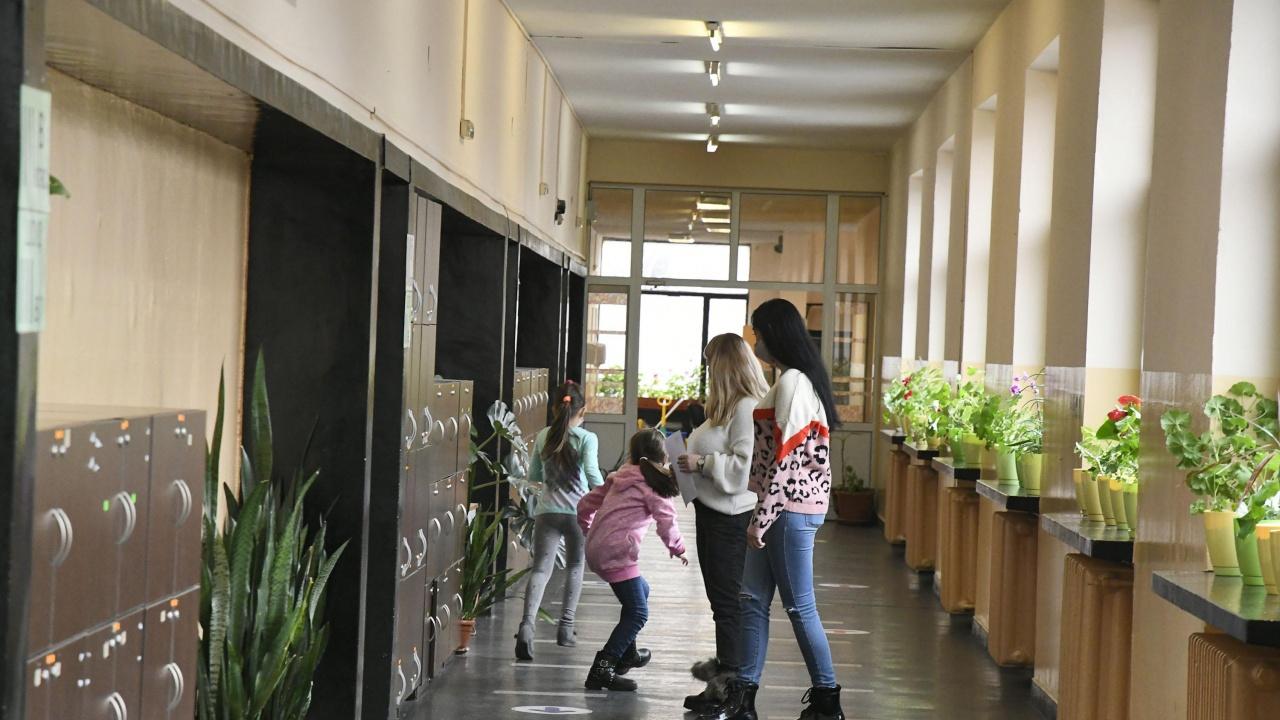 Стаматов: Изключително спешно е връщането на първи и втори клас до две седмици
