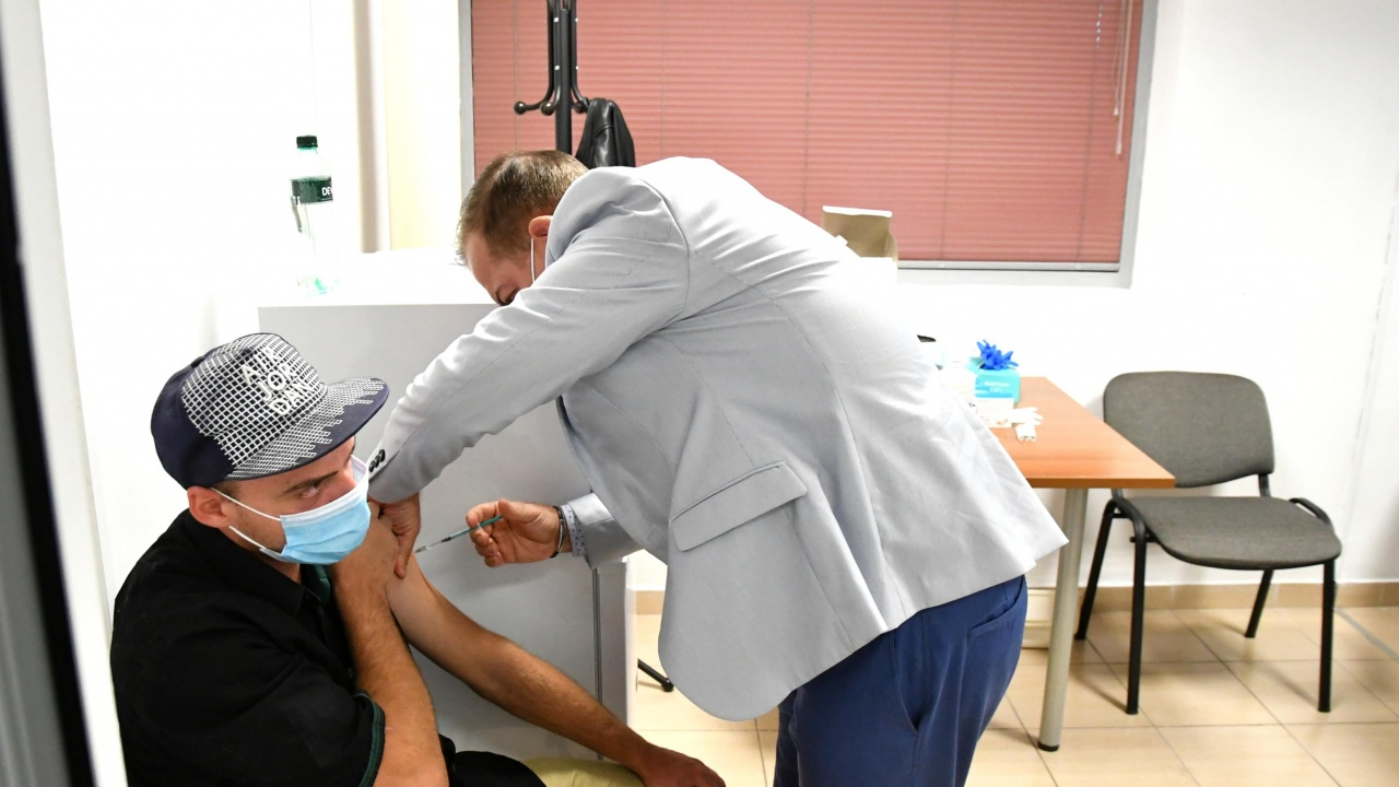 """326 човека са ваксинирани днес в УМБАЛ """"Св. Анна"""" - София"""
