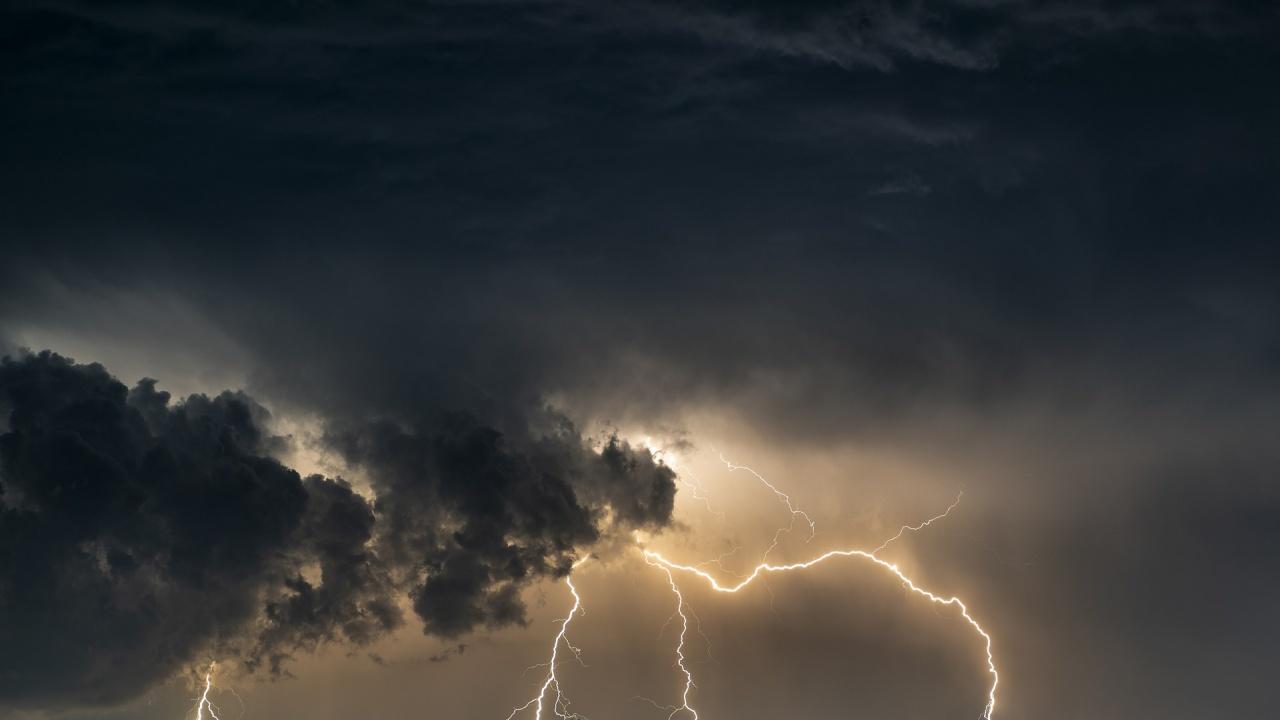 Значителни валежи в Източна България днес, вали и в София