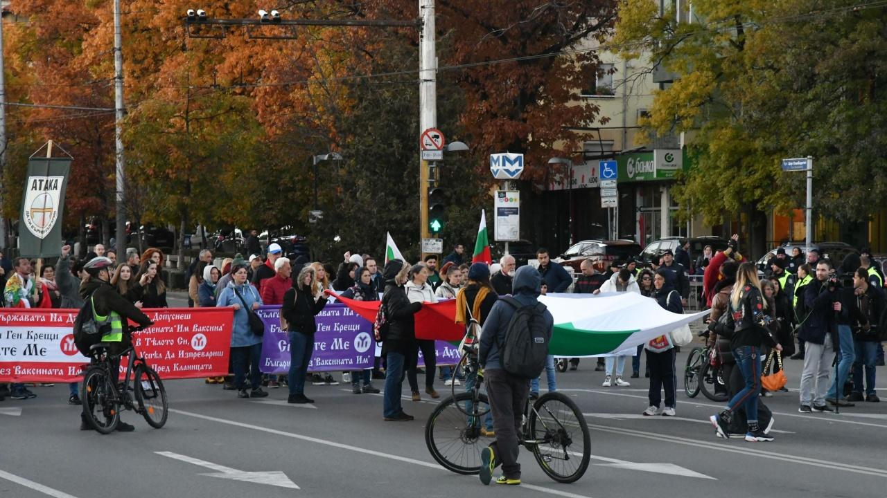 """""""Орлов мост"""" е блокиран от протест срещу COVID мерките"""