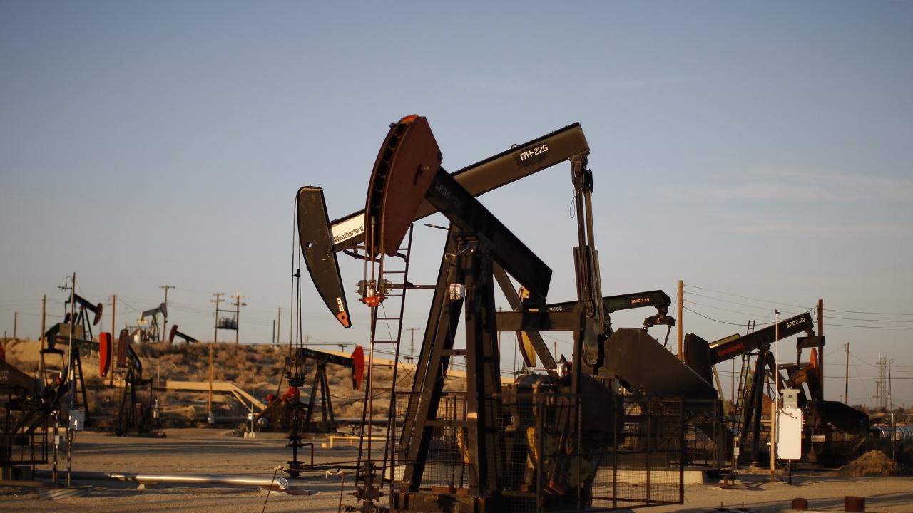 Петролът продължава да поскъпва към нови многогодишни върхове