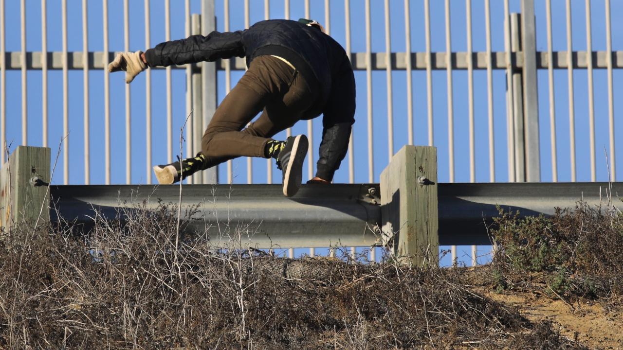 Мигранти раниха полски военни на границата с Беларус