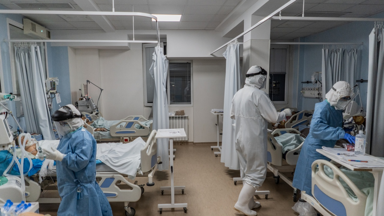Болниците в област Велико Търново изчерпаха леглата в COVID секторите