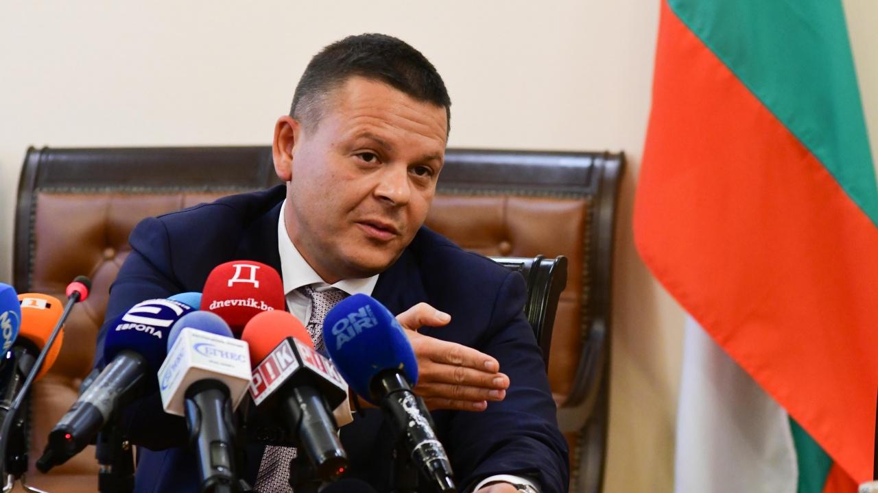 """Транспортният министър: Заради инцидента с """"Вера Су"""" ще променим плавателните пътища"""