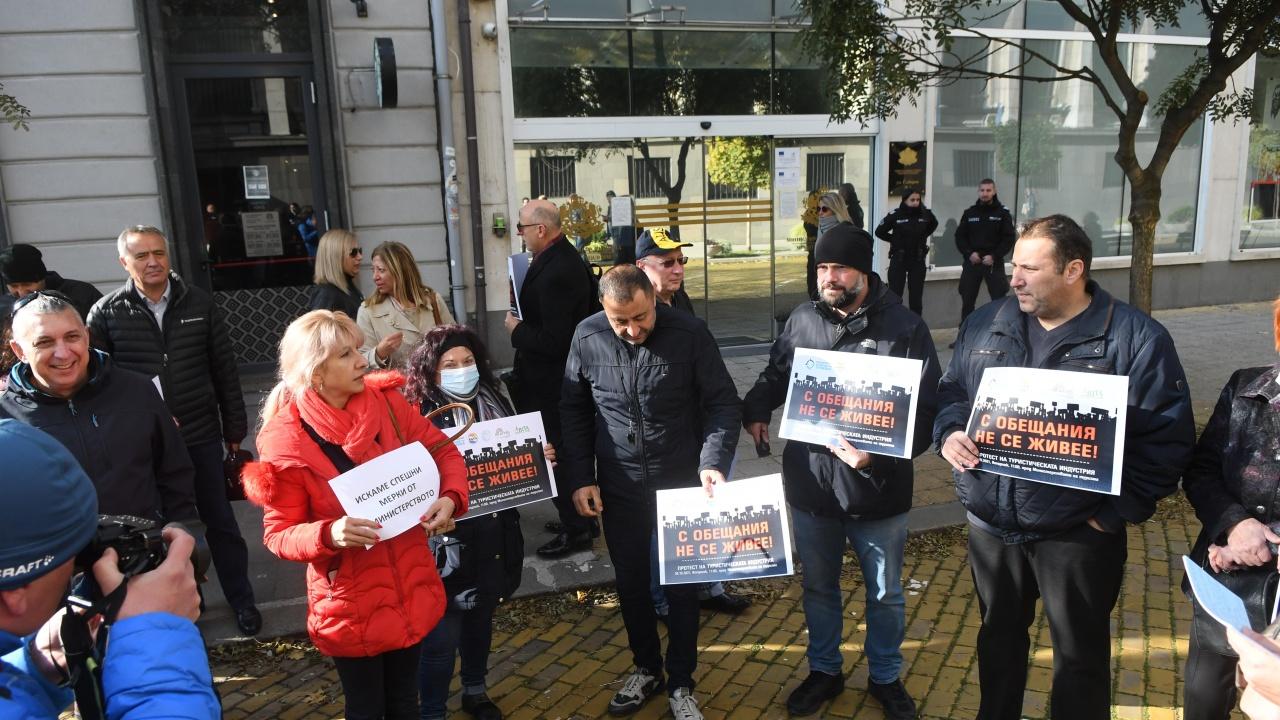 Туроператори на протест в София