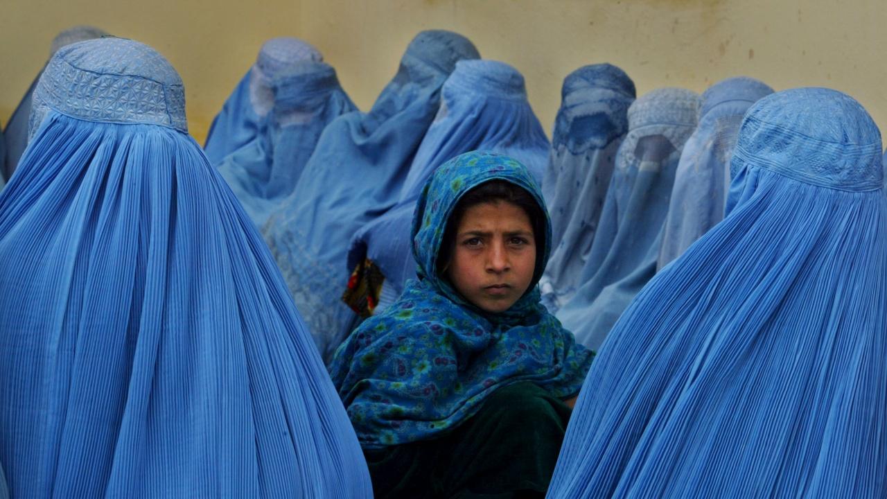В Афганистан продават децата си на цена от 500 до 10 хиляди долара заради бедност