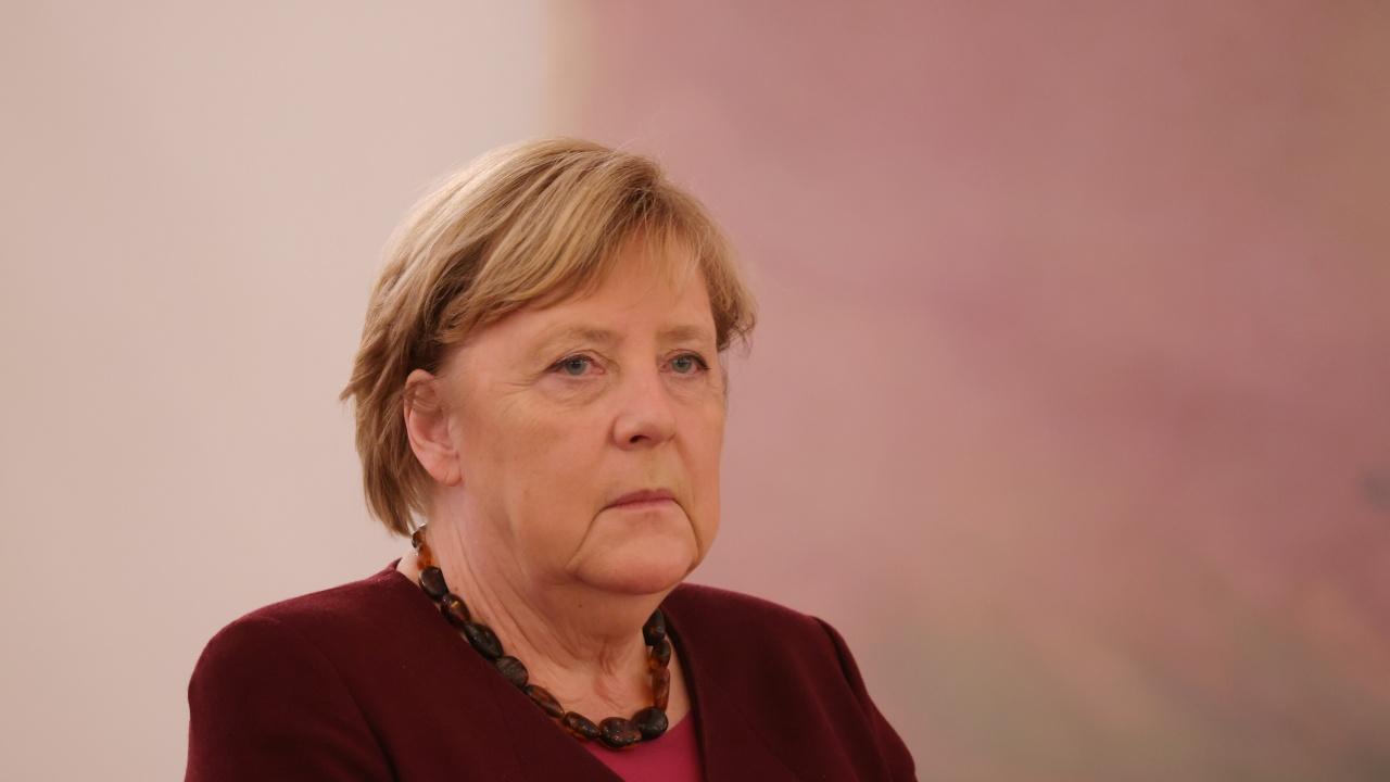 Меркел стана служебен канцлер на ФРГ