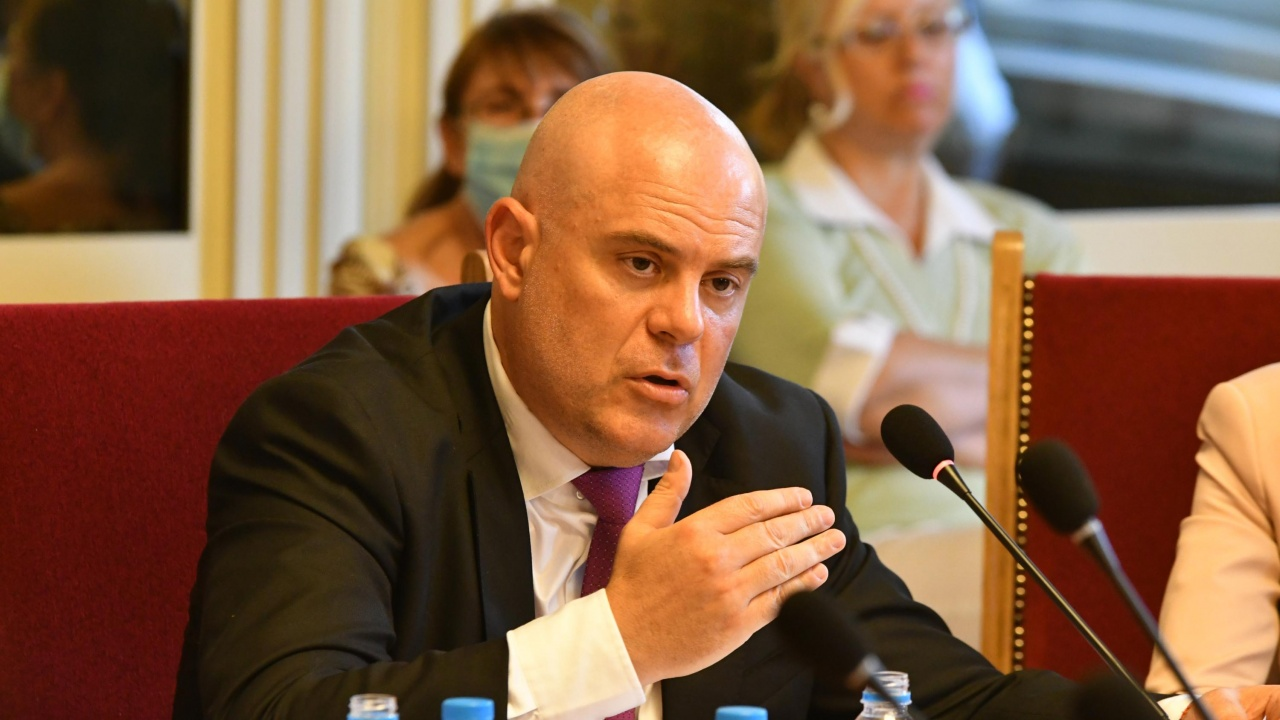 Конституционният съд допусна дело по искане на Гешев