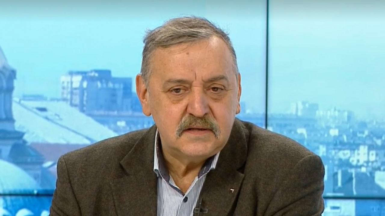 Проф. Кантарджиев прогнозира трудни следващи две седмици, притеснен е от рекордния брой починали