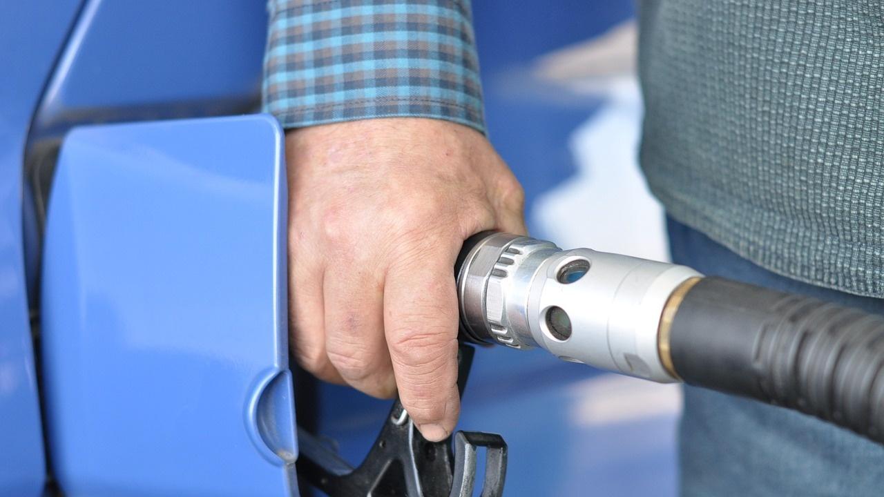 Бензиностанциите в Китай въвеждат квоти за зареждане на фона на недостиг на гориво