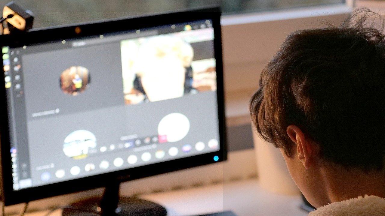 Учениците в община Разград преминават на обучение в електронна среда