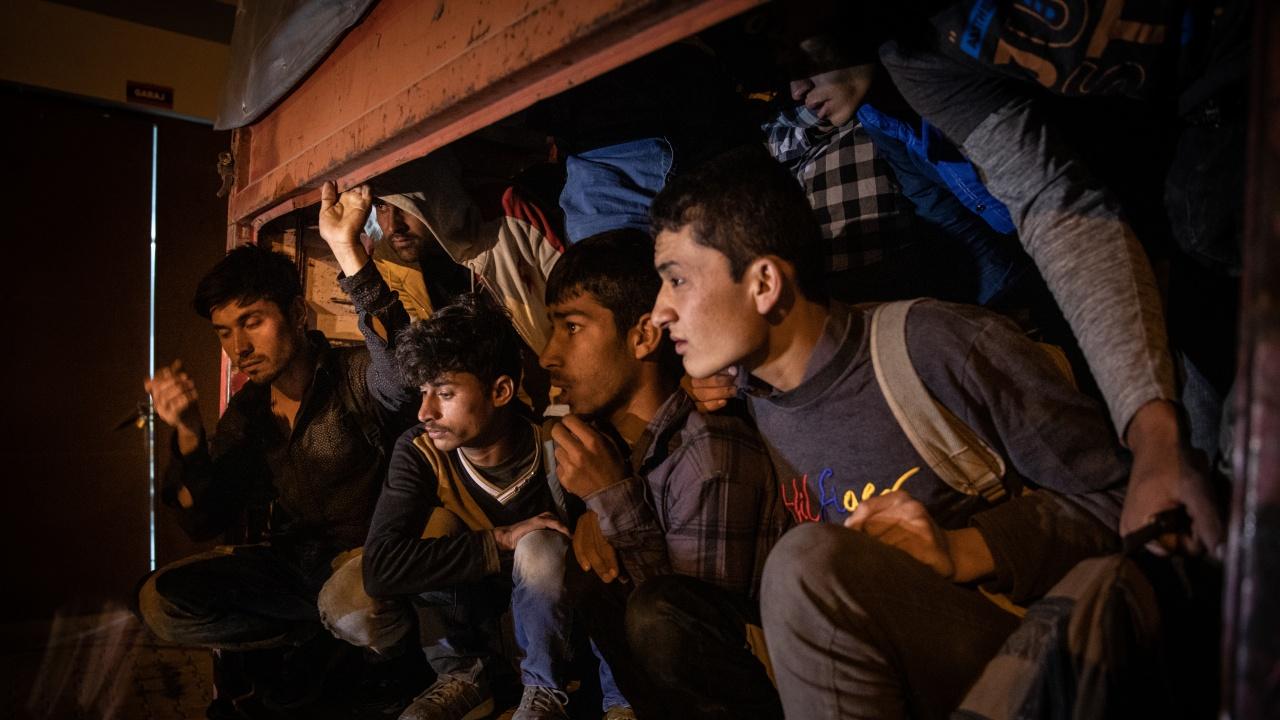 Турция ще депортира 7 мигранти заради провокативни постове в социални мрежи