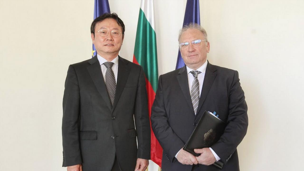 Министър Светлан Стоев прие посланика на Република Корея Ли Хо-шик