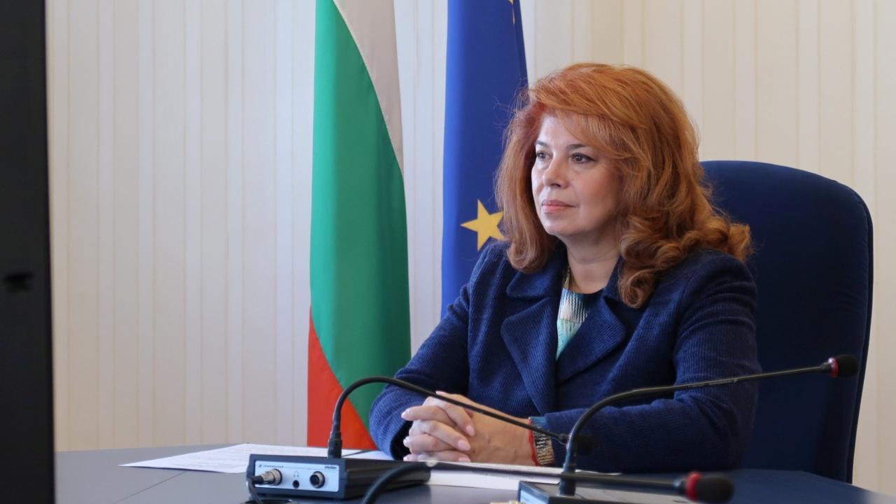 """Илияна Йотова подкрепи доброволците в проекта """"НЕ на кибернасилието срещу жени и деца"""""""