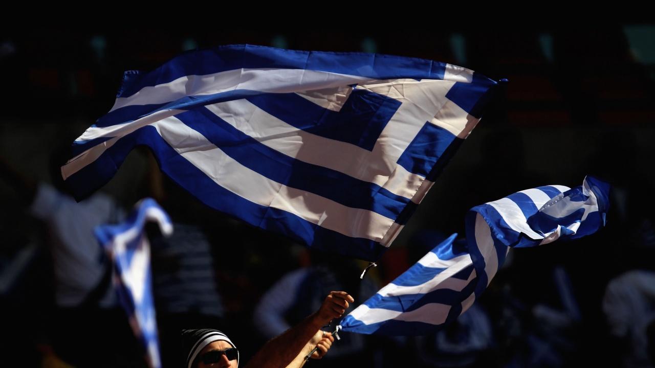 Издигнаха най-голямото гръцко знаме на Санторини