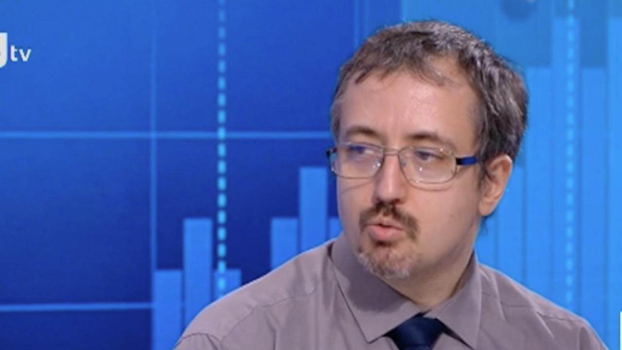 Математикът Лъчезар Томов прогнозира броят на починалите oт COVID-19 да достигне 145 хил. души