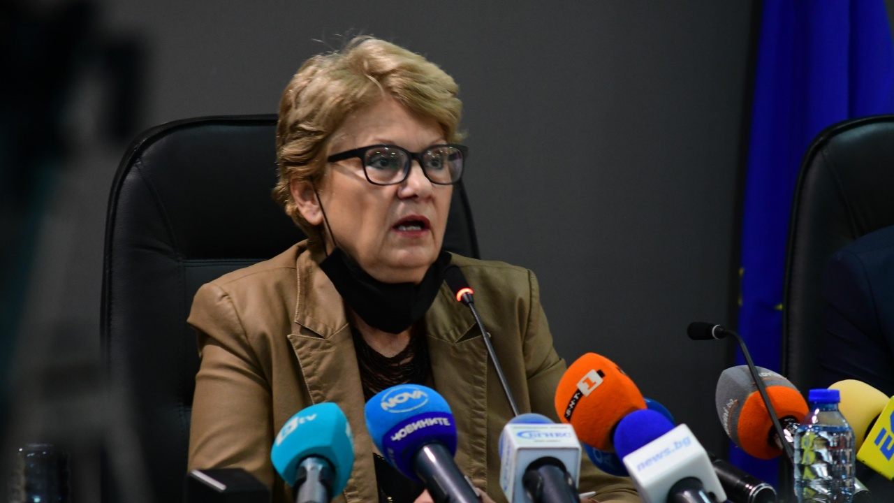 """Министър Комитова: В Европа не съществува понятието """"незаконно строителство"""""""