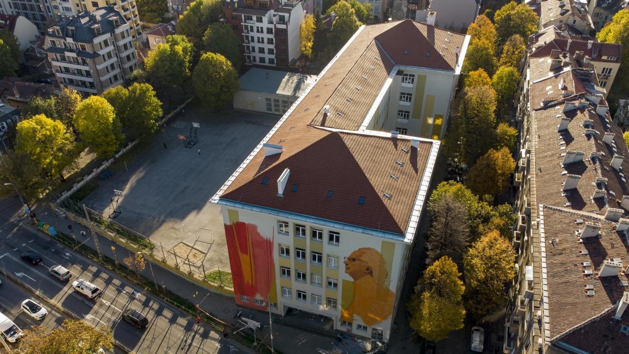 Изрисуваха графит на Христо Явашев – Кристо на фасадата на СМГ