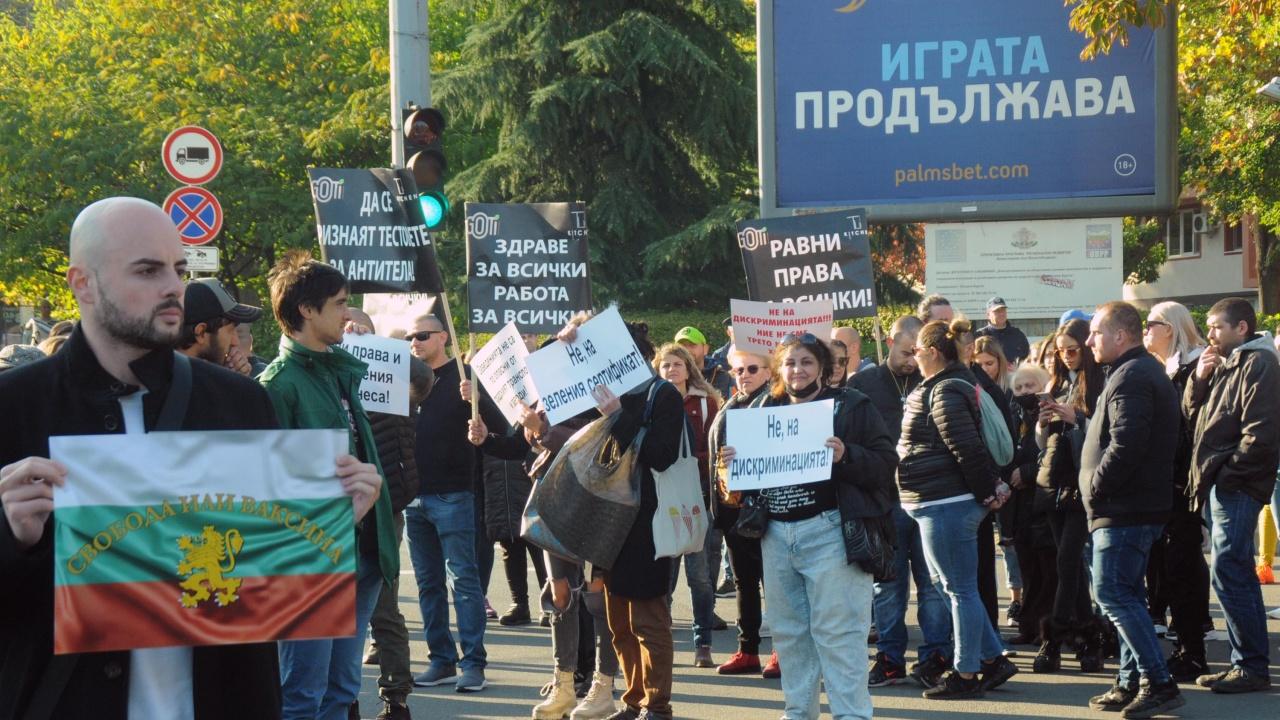 В Стара Загора родители протестираха срещу COVID тестовете в училище