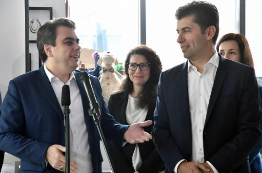 """Одобрявате ли отказа на """"Продължаваме промяната"""" за явяване на избори с """"Демократична България""""?"""