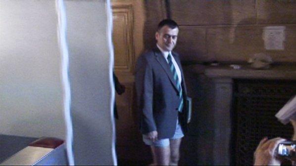 Юзеиров се съблече по бельо в ЦИК
