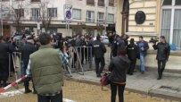 Протестиращите освиркват екип на ТВ Алфа