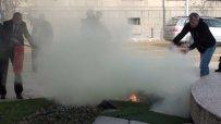 Очевидец на запалването: Изскочи от колата и започна да рита