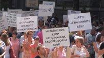 Протестиращи срещу новите цени на тока: Не искаме да сваляме правителството, искаме оставката на Иван Иванов