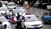 Гола китайка танцува върху кола