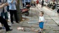 Ядосано китайче в схватка с полицията