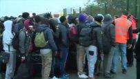 Над 700 имигранти бяха изведени от френския лагер Джунглата