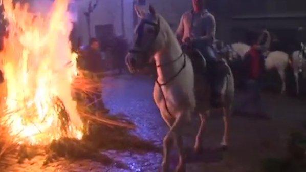 С нощна огнена конна езда отбелязаха Св. Антоний в Испания