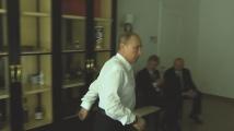Накуцващият Владимир Путин рекламира битова техника