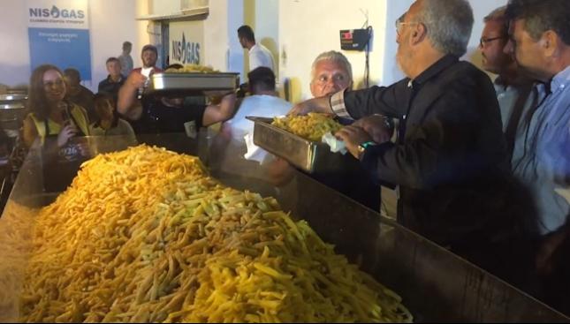 На гръцкия о-в Наксос поставиха нов рекорд на Гинес за най-голяма порция пържени картофи