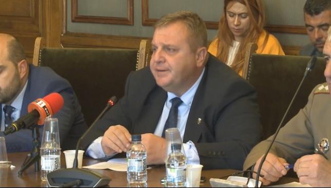 Каракачанов: Офертите за изтребителите ще бъдат внимателно проучени
