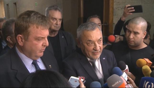 Симеонов остава вицепремиер, Каракачанов няма да му иска оставката, защото бил неправилно разбран