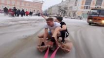 Глобиха руснак, возил приятели на килим