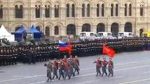 Военни преминаха през центъра на Москва