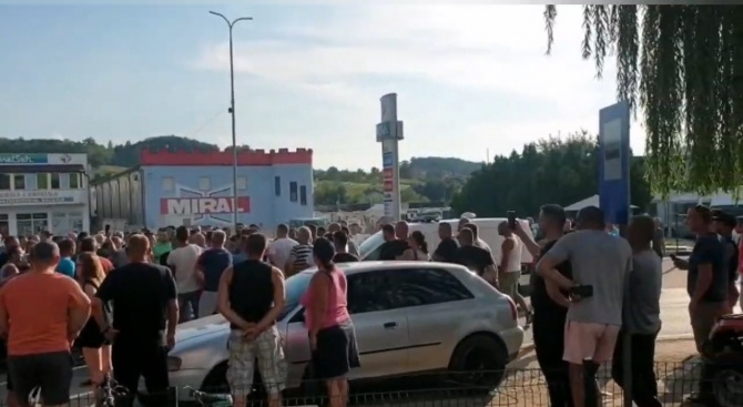 В Босна скочиха на мигранти. Имаше и сблъсъци