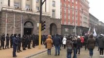 Протест пред МС срещу новите мерки срещу коронавируса, скандирания Оставка, Изверги и Убийци