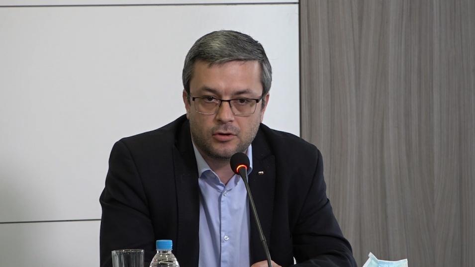 Тома Биков възмутен: Хора на Божков да се разхождат в МВР ми се струва малко в повече!