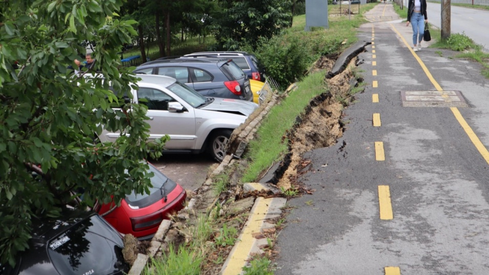 Велоалея се срути и повреди 5 автомобила във Варна