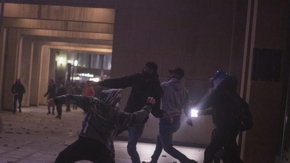 Антиваксъри и полицаи се биха в Лондон