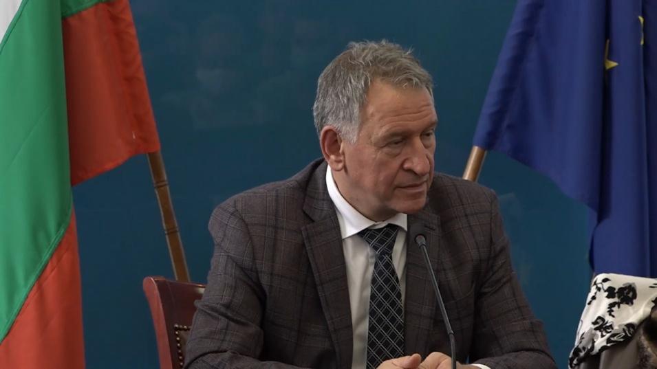 Министър Кацаров: Ако се стигне до затваряне, последни ще бъдат училищата