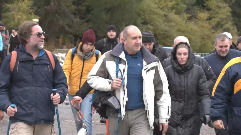 Радев и Йотова откриха предизборната си кампания с изкачване на Черни връх и обявиха: Това е поход за една по-справедлива България