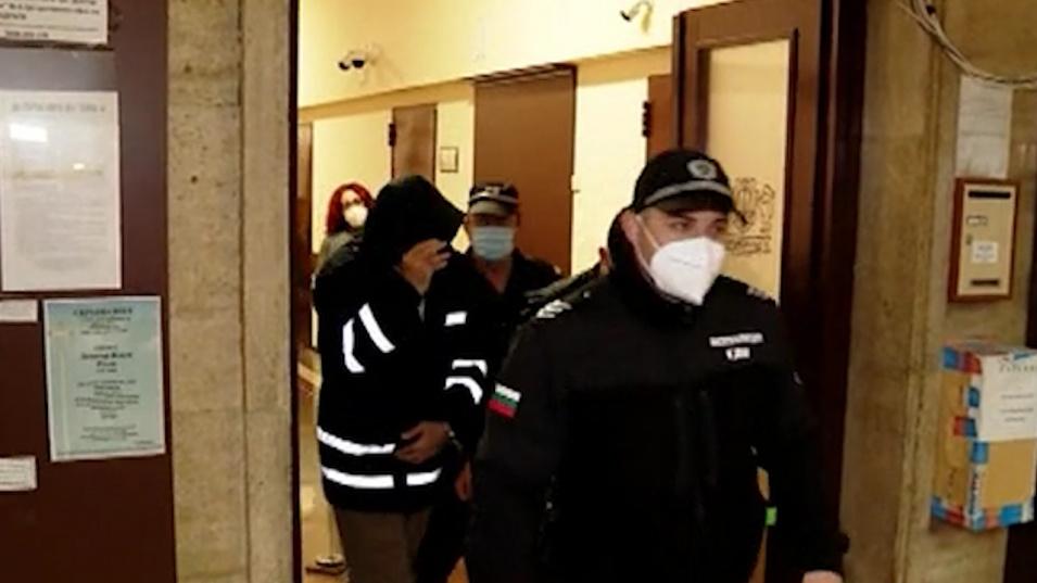 Капитанът и вторият помощник-капитан на заседналия кораб Vera Su остават в ареста