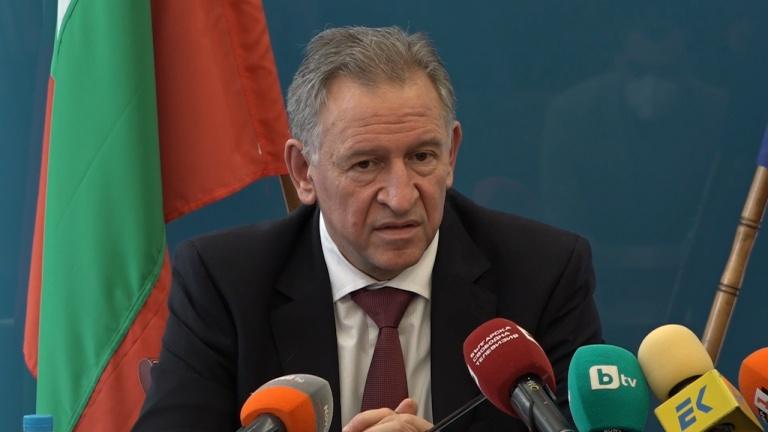 Министър Кацаров обяви въвеждането на задължителен сертификат за всички дейности на закрито